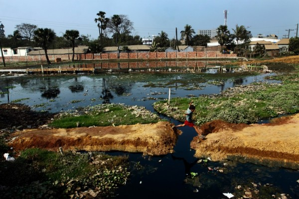 groundwater pollution in bangladesh Arsenic contamination in groundwater  anthropomorphic problems from such pollution may be se-  arsenic contamination of groundwater in bangladesh had.